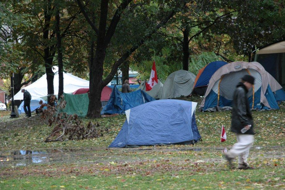 Des militants torontois occupent un parc du centre-ville... (Photo: PC)