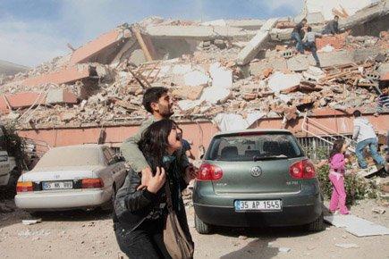Par crainte de répliques, les gens restaient dans... (Photo: Reuters)