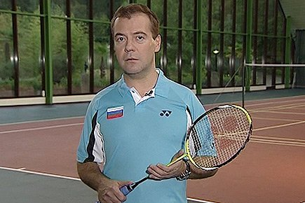 Le président russe Dmitri Medvedev vante les bienfaits... (tirée de la vidéo)
