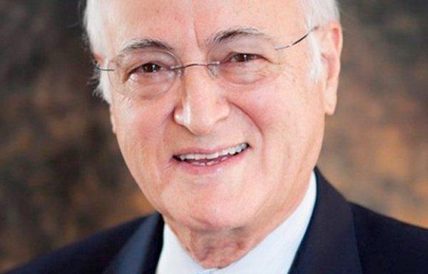 Abdulfattah «John» Jandali est le père biologique de...