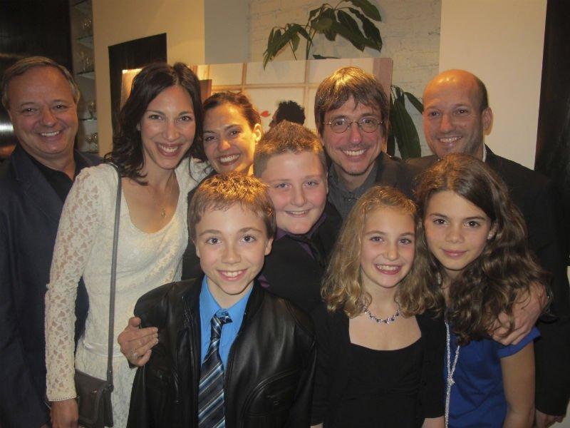 Philippe Falardeau entouré d'une partie de l'équipe du film sur... | 2012-07-27 00:00:00.000