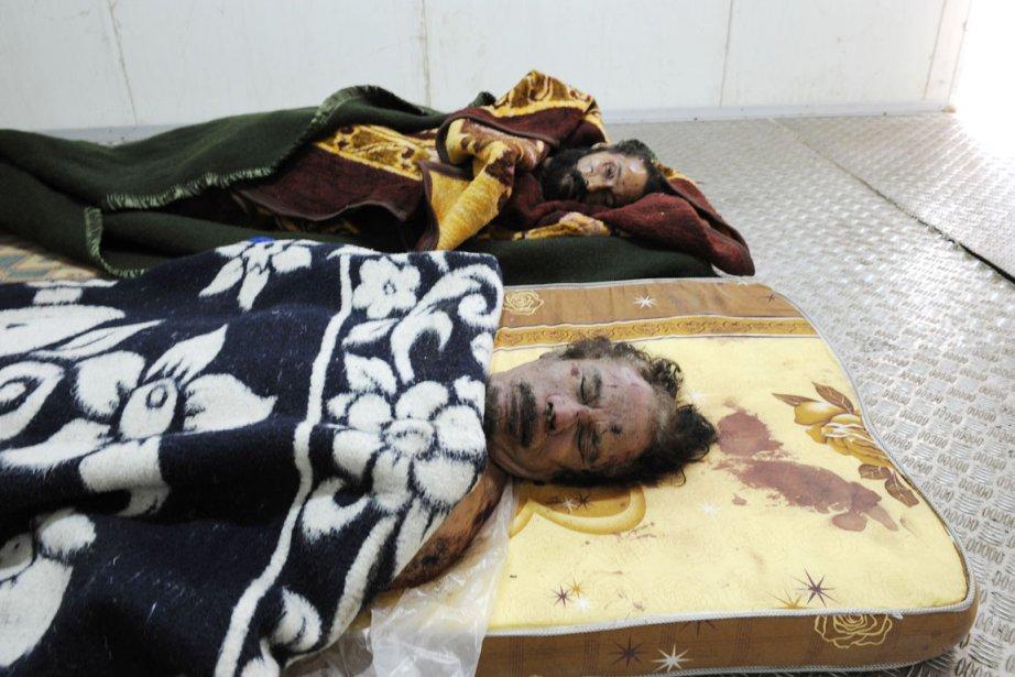 Plusieurs milliers de Libyens se sont succédé depuis... (Photo: Philippe Desmazes, AFP)