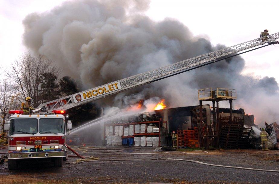 L'épaisse colonne de fumée était visible jusque sur le pont Laviolette. | 25 octobre 2011