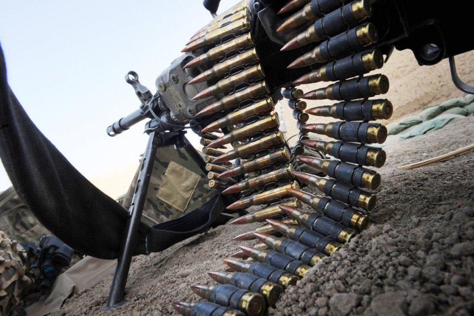 Un civil étranger et un soldat afghan ont... (Photo: Romeo Gacad, Archives AFP)