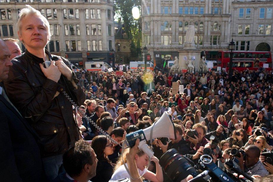 Julian Assange s'adresse aux insurgés de Londres depuis... (Photo: Leon Neal, AFP)