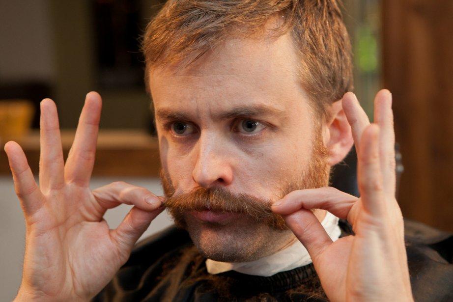 Le graphiste Alexandre Roy portera fièrement la moustache... (Photo: Marco Campanozzi, La Presse)
