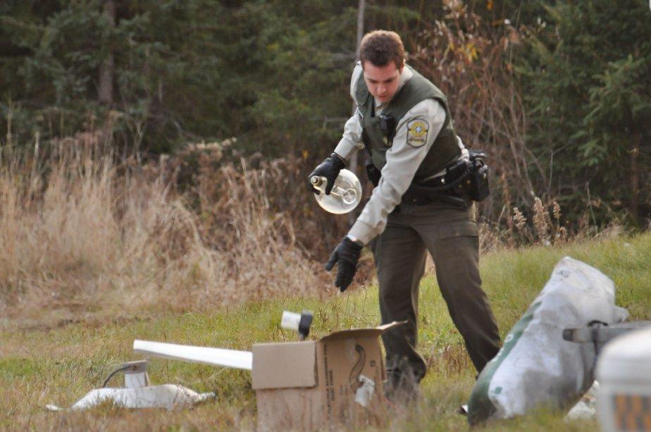 En plus du cannabis, de l'équipement servant à la production a également été saisi. | 3 novembre 2011