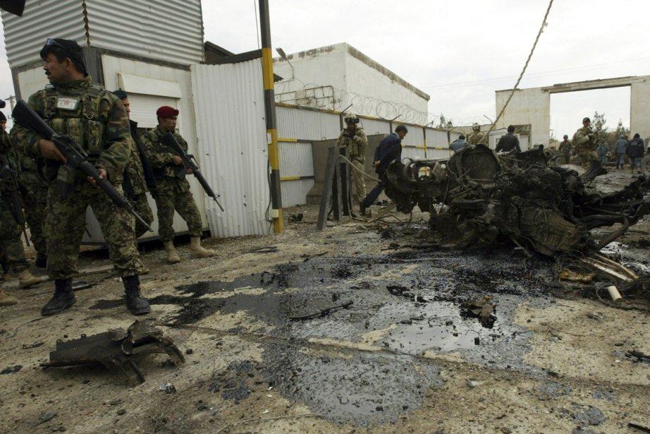Deux kamikazes ont fait sauter une voiture bourrée... (Photo: Mohammad Shoib, Reuters)