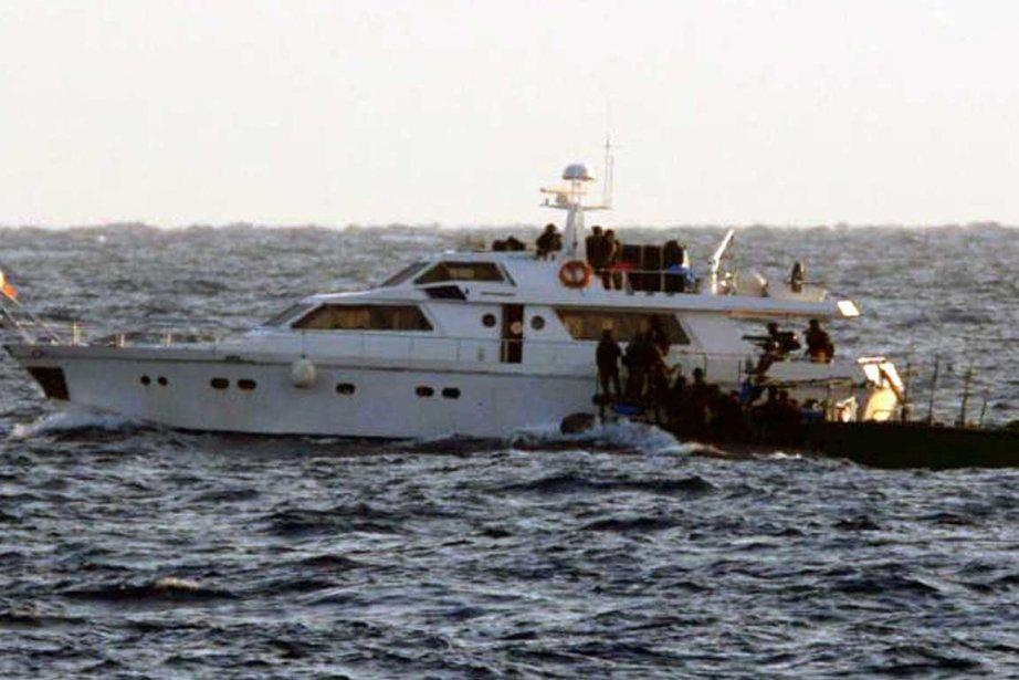 Le Tahrir et un bateau irlandais (photo) avaient... (Photo Reuters)