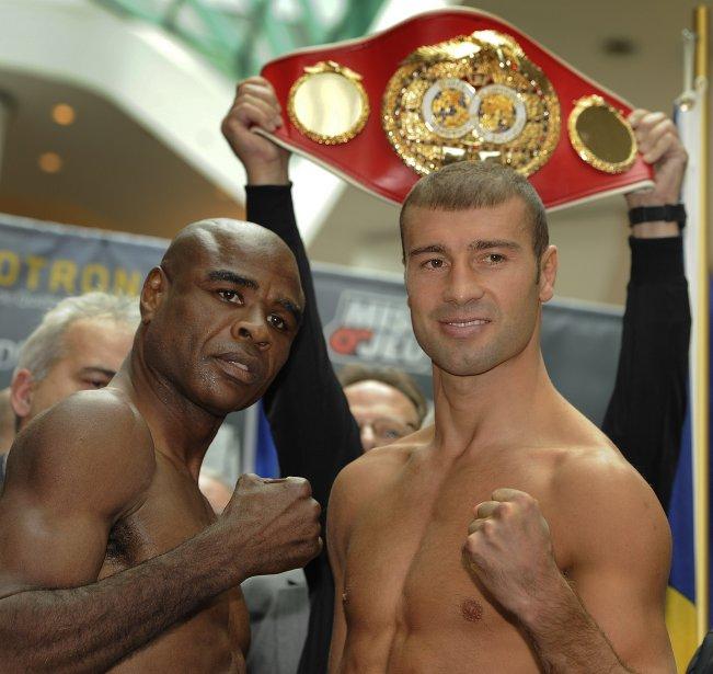 C'est ce soir, 5 novembre, que Lucian Bute (à droite) défend son titre de de champion du monde des super-moyens, face à Glen Johnson, dans le cadre d'un grand gala de boxe présenté au Colisée Pepsi. | 5 novembre 2011