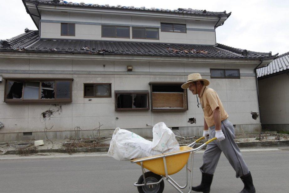 Un paysan dans la ville de Sendai, durement... (Photo: Reuters)