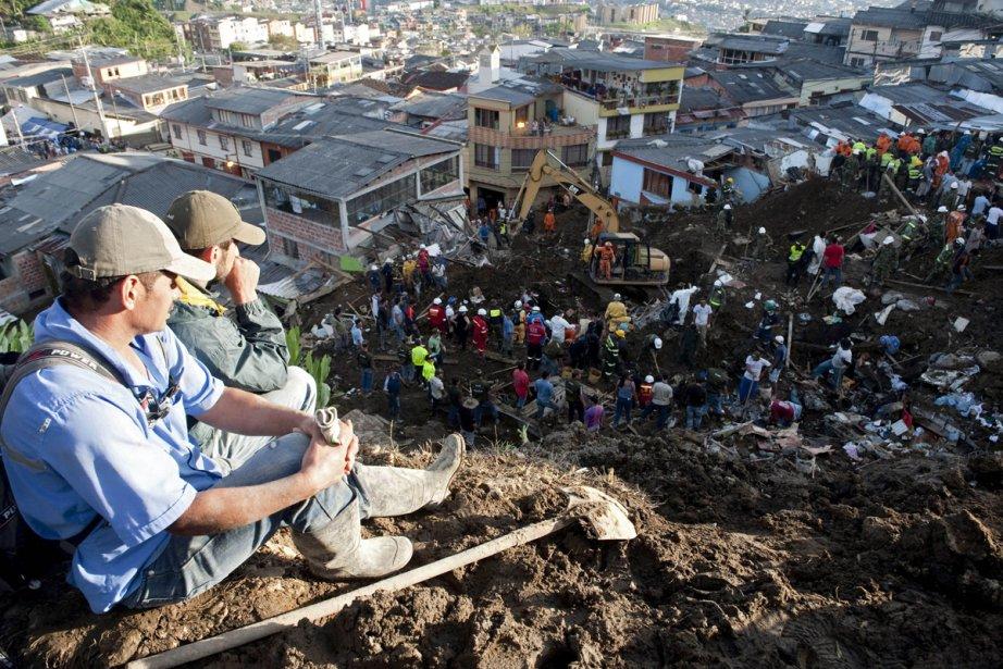 Le «glissement de terrain à Manizales a causé... (Photo: Raul Arboleda, Agence France-Presse)