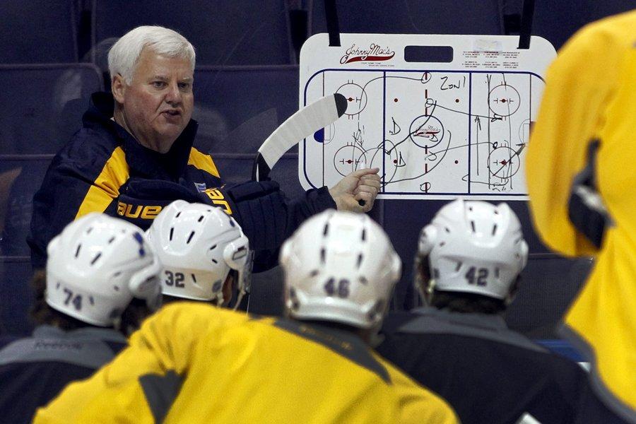 Ken Hitchcock a dirigé sa première séance d'entraînement... (Photo: AP)