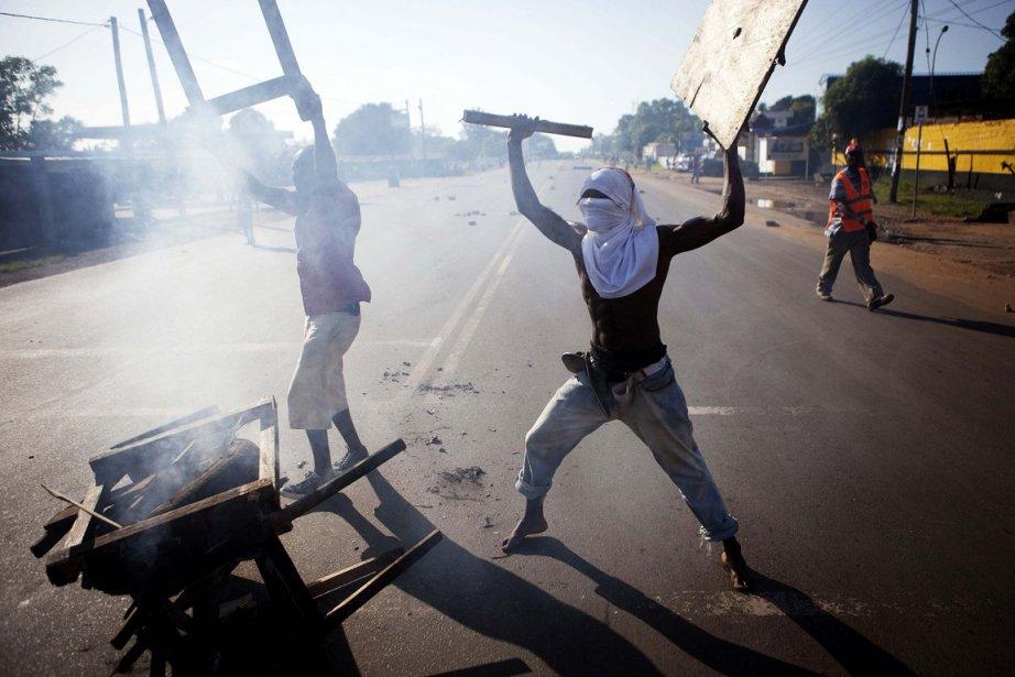 Afin de poursuivre leur manifestation, des citoyens ont... (Photo: FINBARR O'REILLY, Reuters)