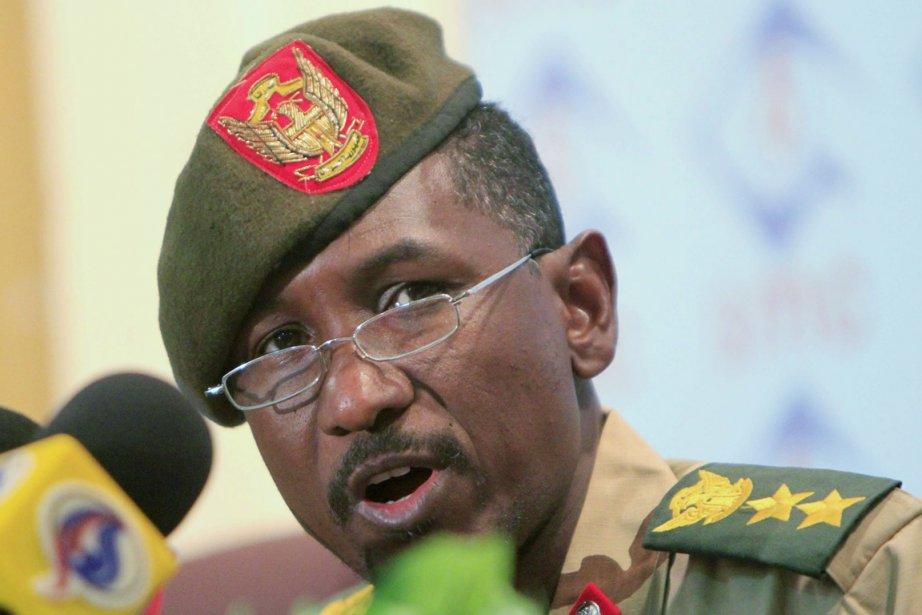 Le porte-parole de l'armée soudanaise, Sawarmi Khaled Saad,... (Photo: Mohamed Nureldin Abdallah, Reuters)