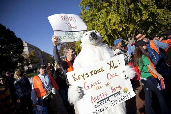 Des opposants au projet Keystone XL ont protesté... (Photo: Evan Vucci, AP)