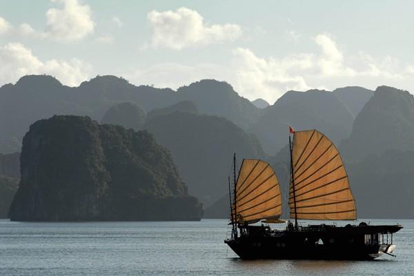 Un bateau de touristes sur les îles de... (Photo Philippe Lopez, AFP)