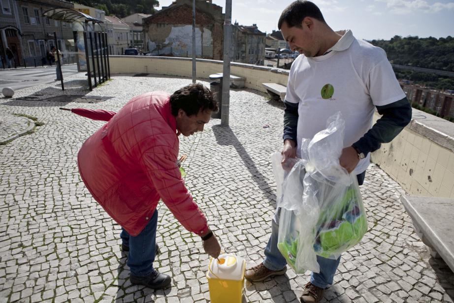 Dans le quartier de  Casal Ventoso, à... (Photo: Armando Franca, Archives Associated Press)