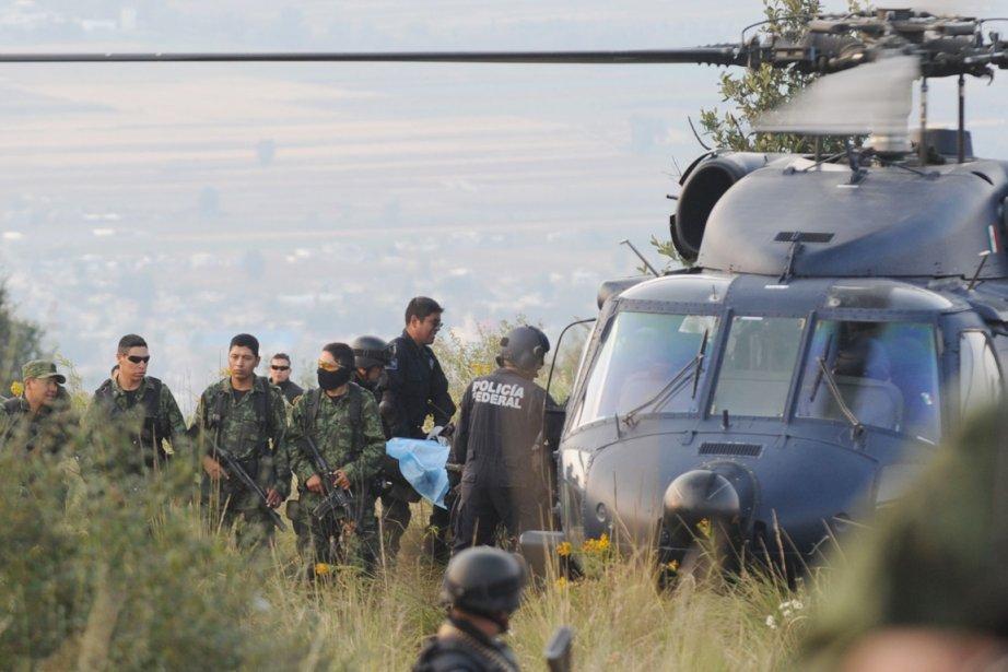 Des membres de l'armée et de la police... (Photo: David Deolarte, AFP)
