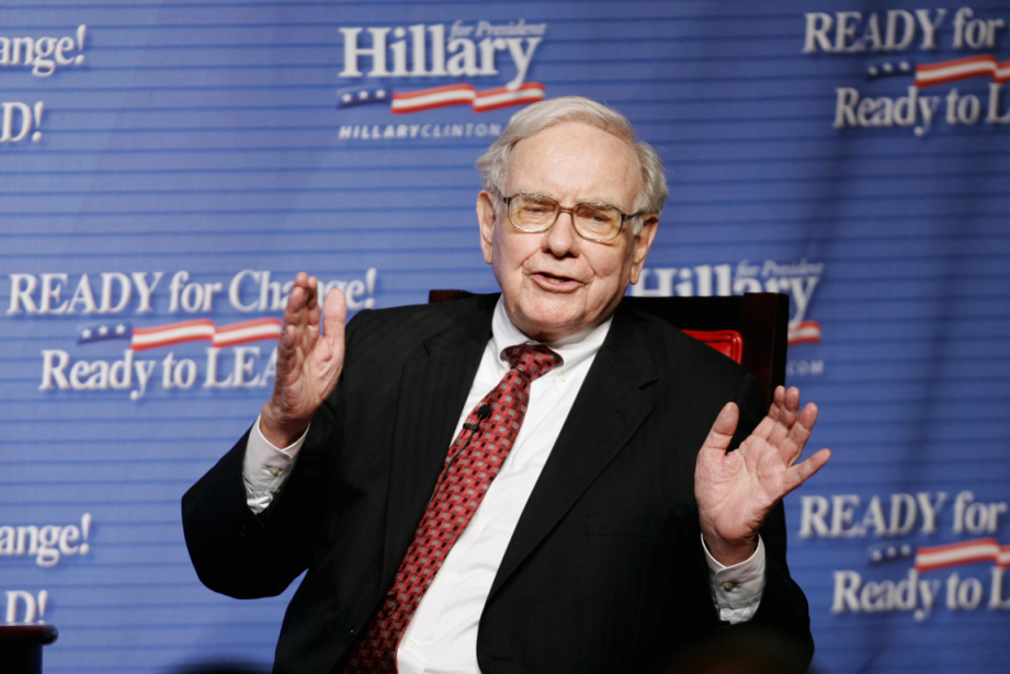 Warren Buffett, investisseur à long terme, justifie ses... (Photo Mike Segar, Archives Reuters)