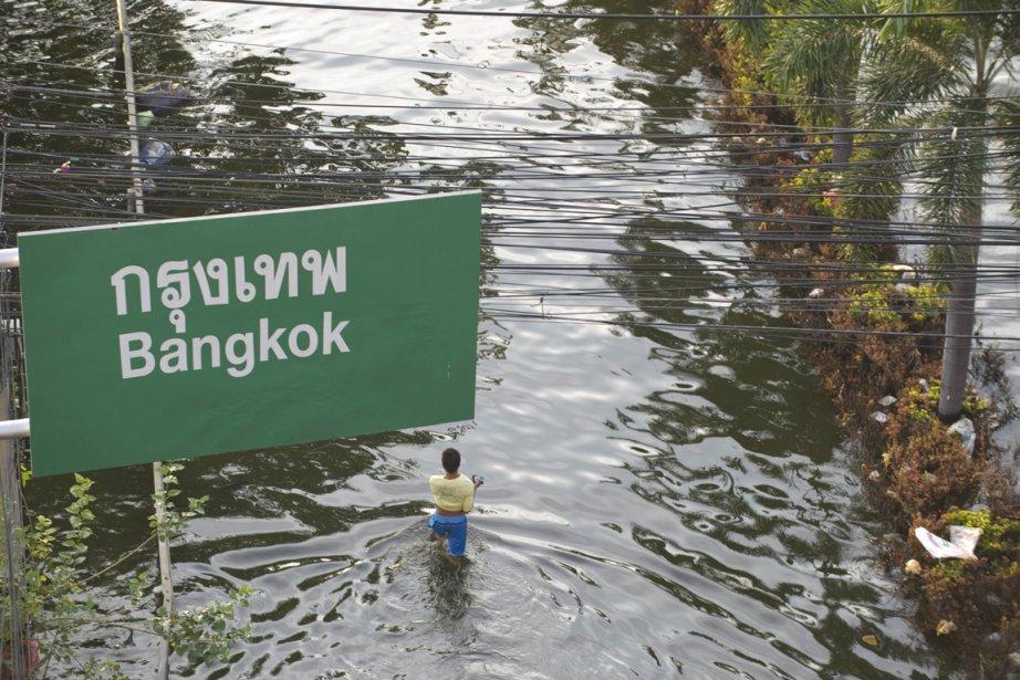 Vingt députés du Puea Thai ont déposé une... (Photo: Saeed Khan, AFP)