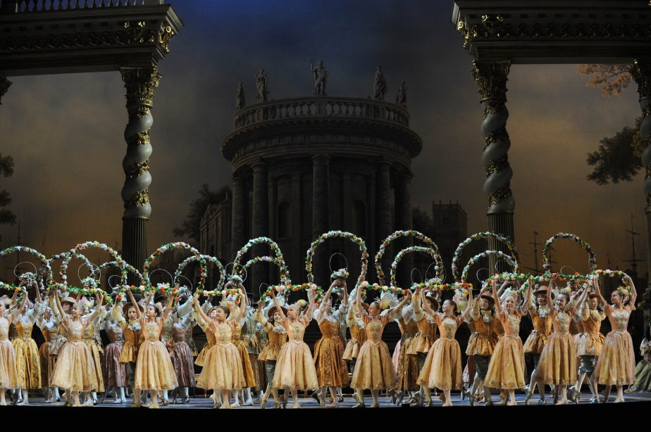 Le 16 novembre, les danseurs du Bolchoï répètent «La belle au bois dormant» de Tchaikovsky, qui débute dans deux jours. C'est la première production complète de la célèbre troupe à la suite de la rénovation du Théâtre Bolchoï, qui a duré six ans. | 16 novembre 2011