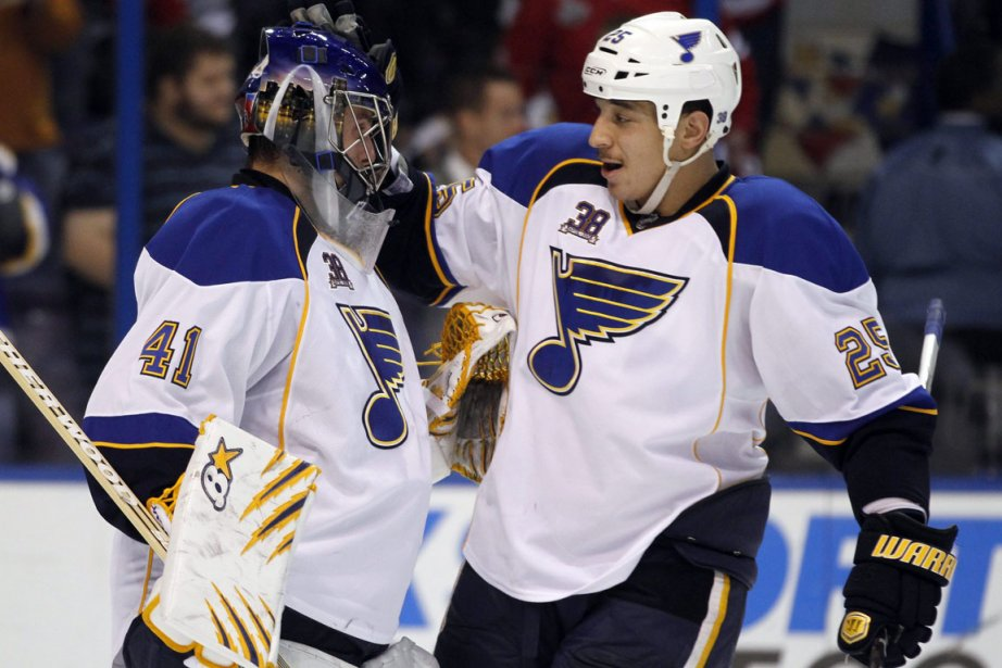 Le gardien des Blues Jaroslav Halak et Chris... (Photo: Jeff Roberson, AP)
