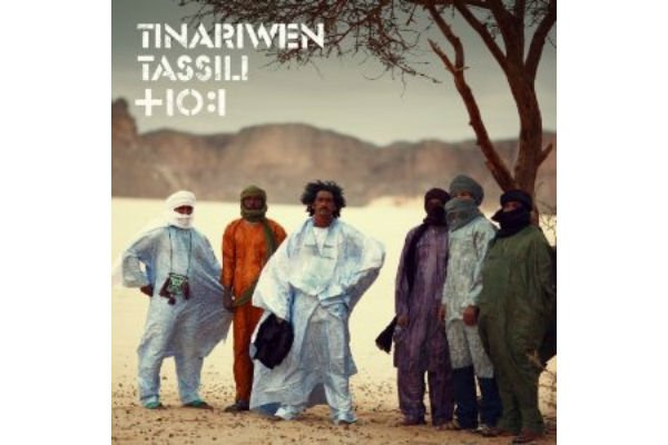 Icône absolue du rock touareg, le groupe Tinariwen poursuit sa conquête du...