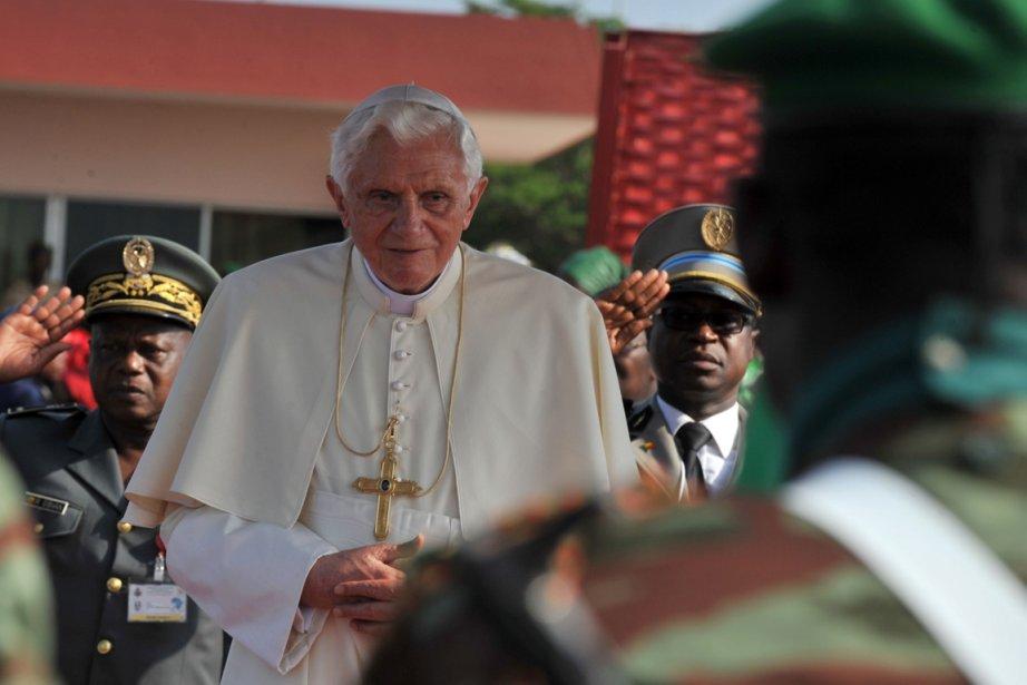 Le Pape Benoît XVI sur le point de... (Photo Issouf Sanogo, AFP)