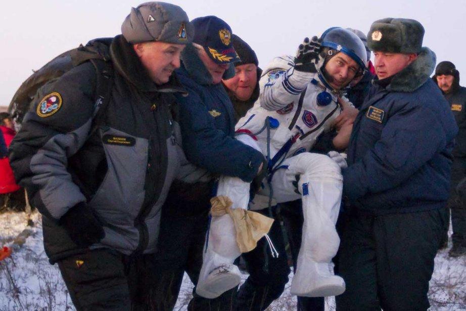 L'astronaute Sergei Volkov à sa sortie de la... (Photo Associated Press)