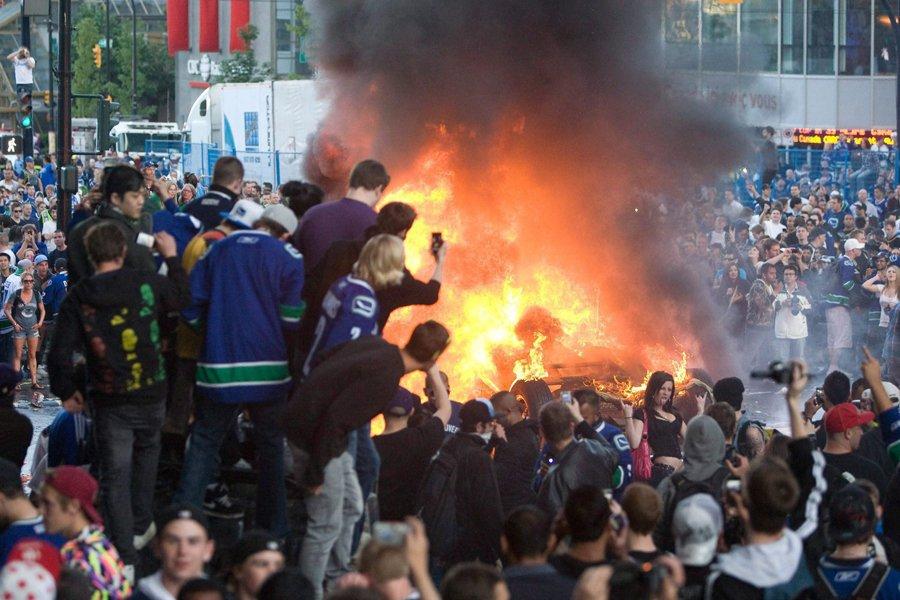 Des images de vandales dévastant le centre-ville de... (Photo: PC)