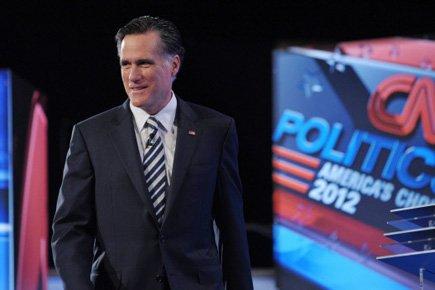 Mitt Romney à son arrivée sur la scène... (Photo: AFP)