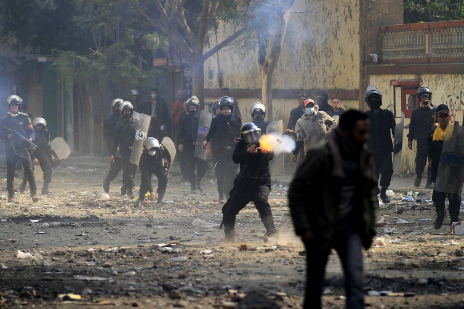 Depuis quatre jours, des dizaines de manifestants ont... (Photo: Khalil Hamra, AP)