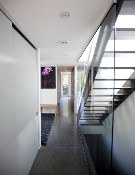 Ch rie j 39 ai r duit la maison cyberpresse - Escalier peint en gris ...