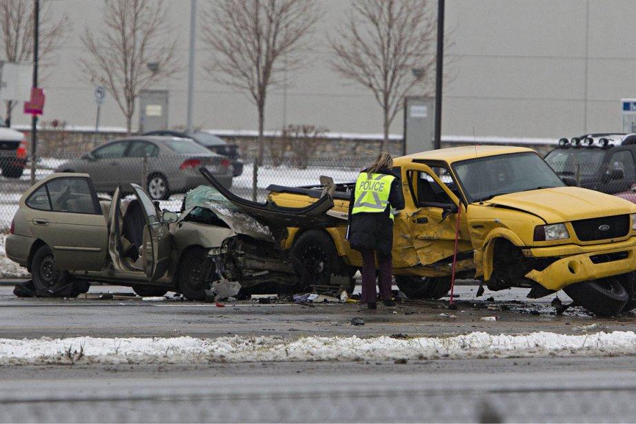 Une collision frontale a fait aux moins deux... (Photo: Patrick Sanfaçon, Archives La Presse)
