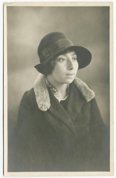La salonière et poète Ida Maze, dans les années 1920 (Archives de la Bibliothèque publique juive de Montréal, collection Léa Roback de la Bibliothèque)