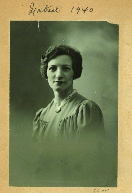 Lea Roback vers 1940 (Archives de la Bibliothèque publique juive de Montréal)