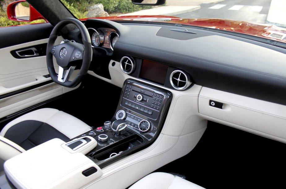 Le cockpit du roadster SLS est d'une rare élégance. (Photo Jacques Duval, collaboration spéciale)