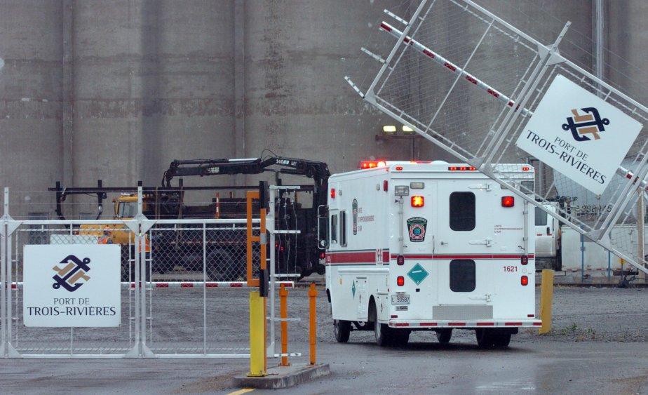 Le travailleur est tombé alors qu'il s'affairait à des travaux de nettoyage dans un silo vide. Il a fait une chute d'environ 120 pieds. | 29 novembre 2011