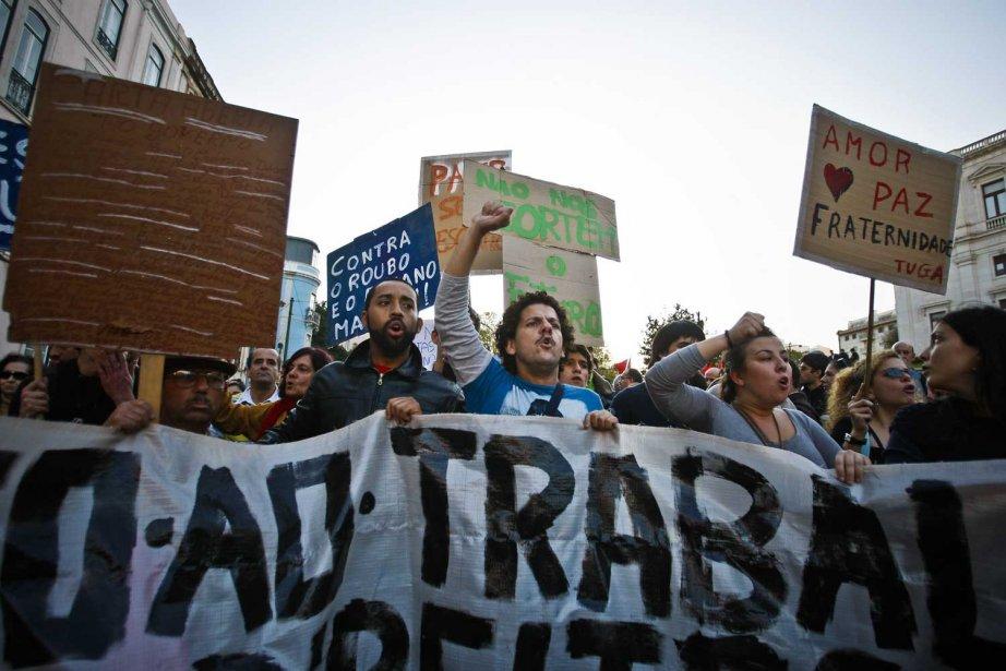 Des Portugais manifestent contre les mesures d'austérité du... (Photo AFP)