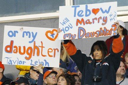 Tim Tebow a de nouveau mené les Broncos de Denver vers une... (Photo: Reuters)
