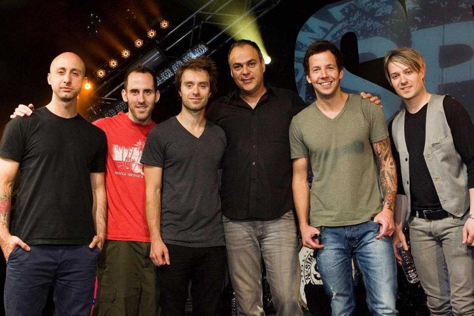 Les membres de Simple Plan et le chef... (Photo Télé-Québec)