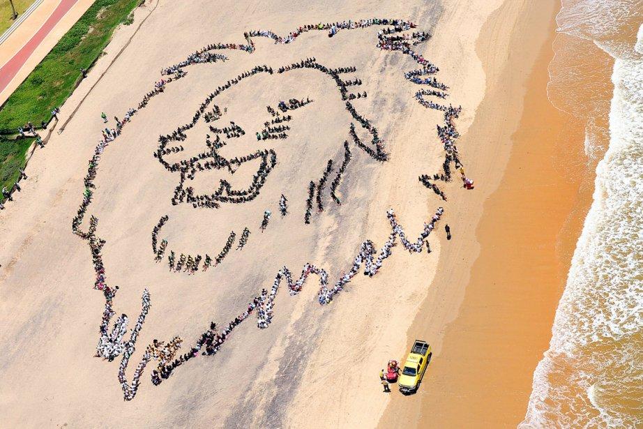 Des milliers de jeunes Sud-Africains forment une tête... (Photo: Archives AFP / Greenpeace)