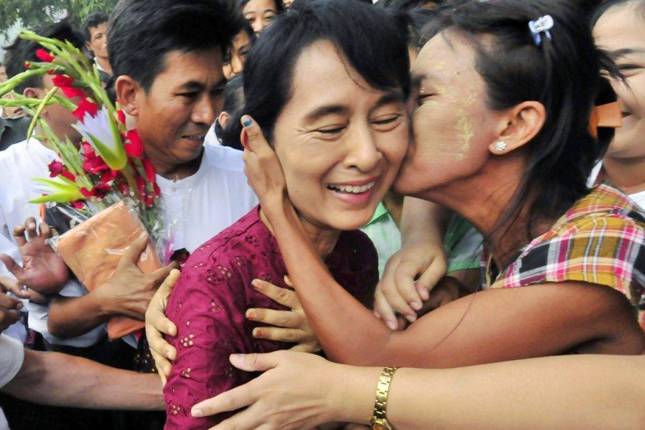 Suu Kyi, 66 ans, que les Birmans appellent... (Photo: Khin Maung Win, AP)