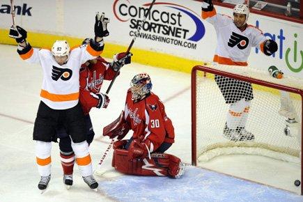 Scott Hartnell a prolongé sa séquence de matchs avec au moins un... (Photo: AP)