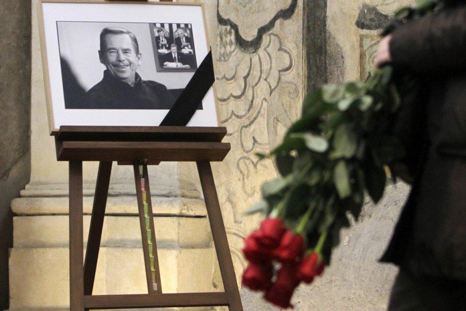 Le cercueil de Vaclav Havel est exposé au... (Photo: David W Cerny, Reuters)