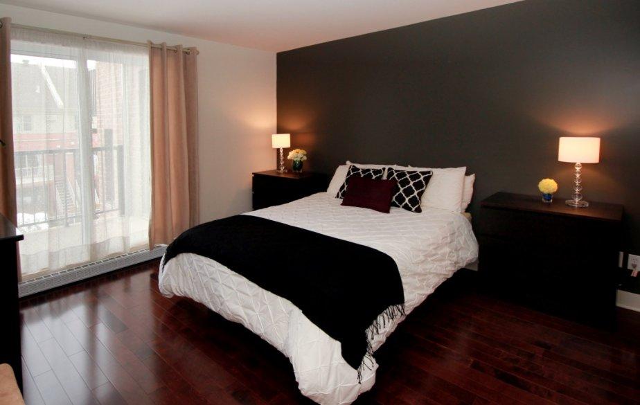 home staging de chambre a coucher adulte design de maison design de maison. Black Bedroom Furniture Sets. Home Design Ideas