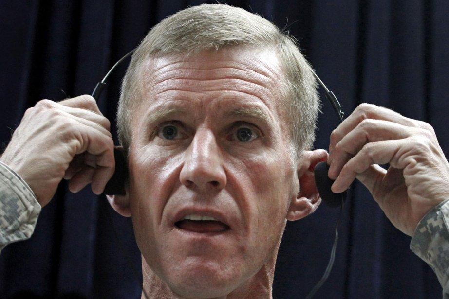 M. McChrystal avait démissionné en juin 2010 suite... (Photo: AP)
