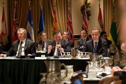 Jim Flaherty, au centre, était tout sourire aux... (Photo: PC)