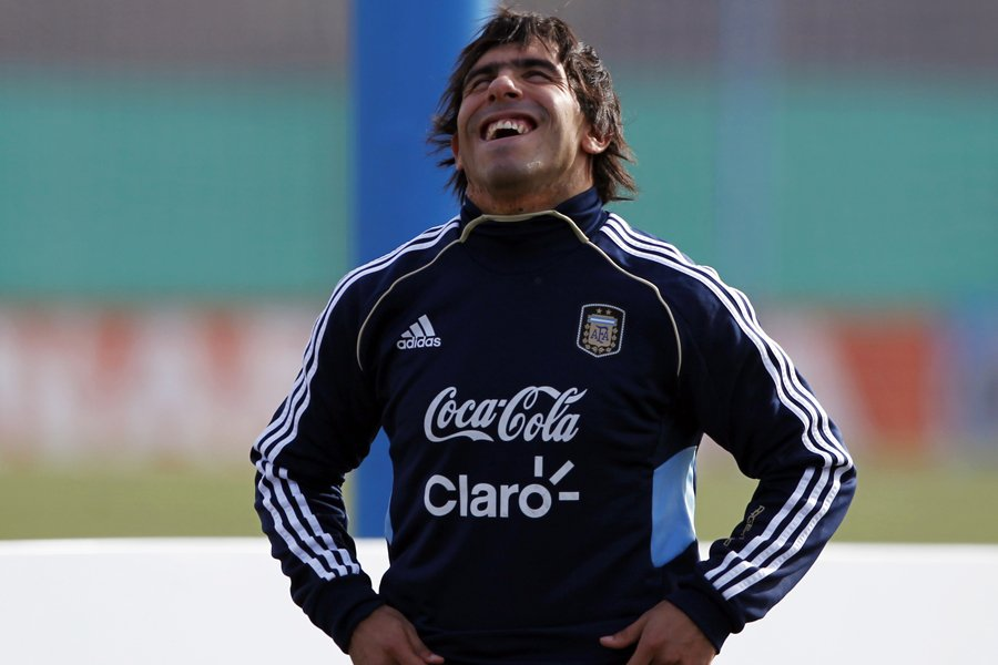 Carlos Tevez... (Photo: Reuters)